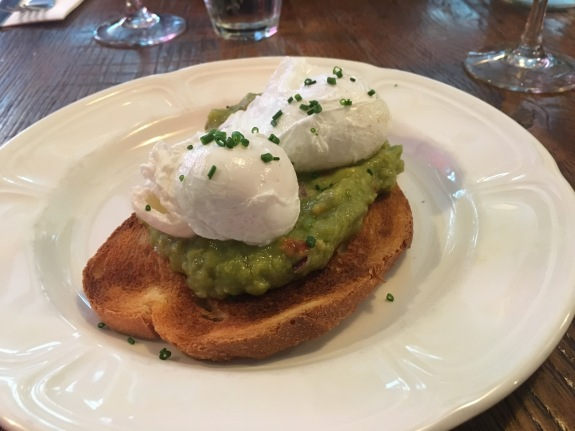 Guacamole & poached egg on toast